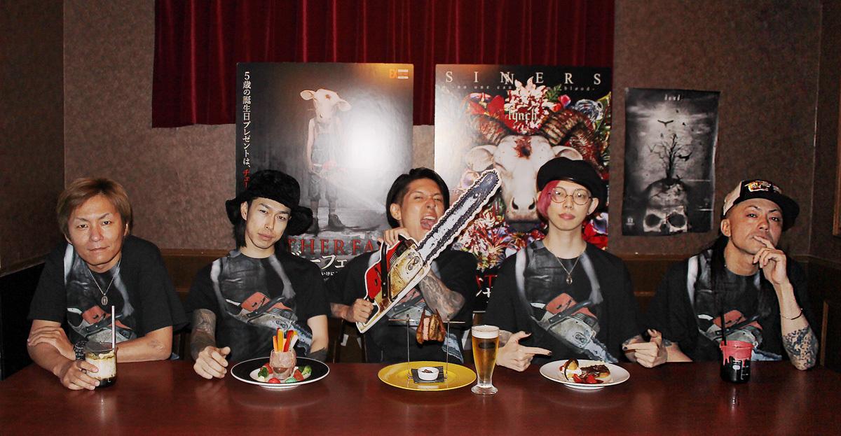左から、玲央(ギター)、 明徳(ベース)、 葉月(ヴォーカル)、悠介(ギター)、晁直(ドラム)
