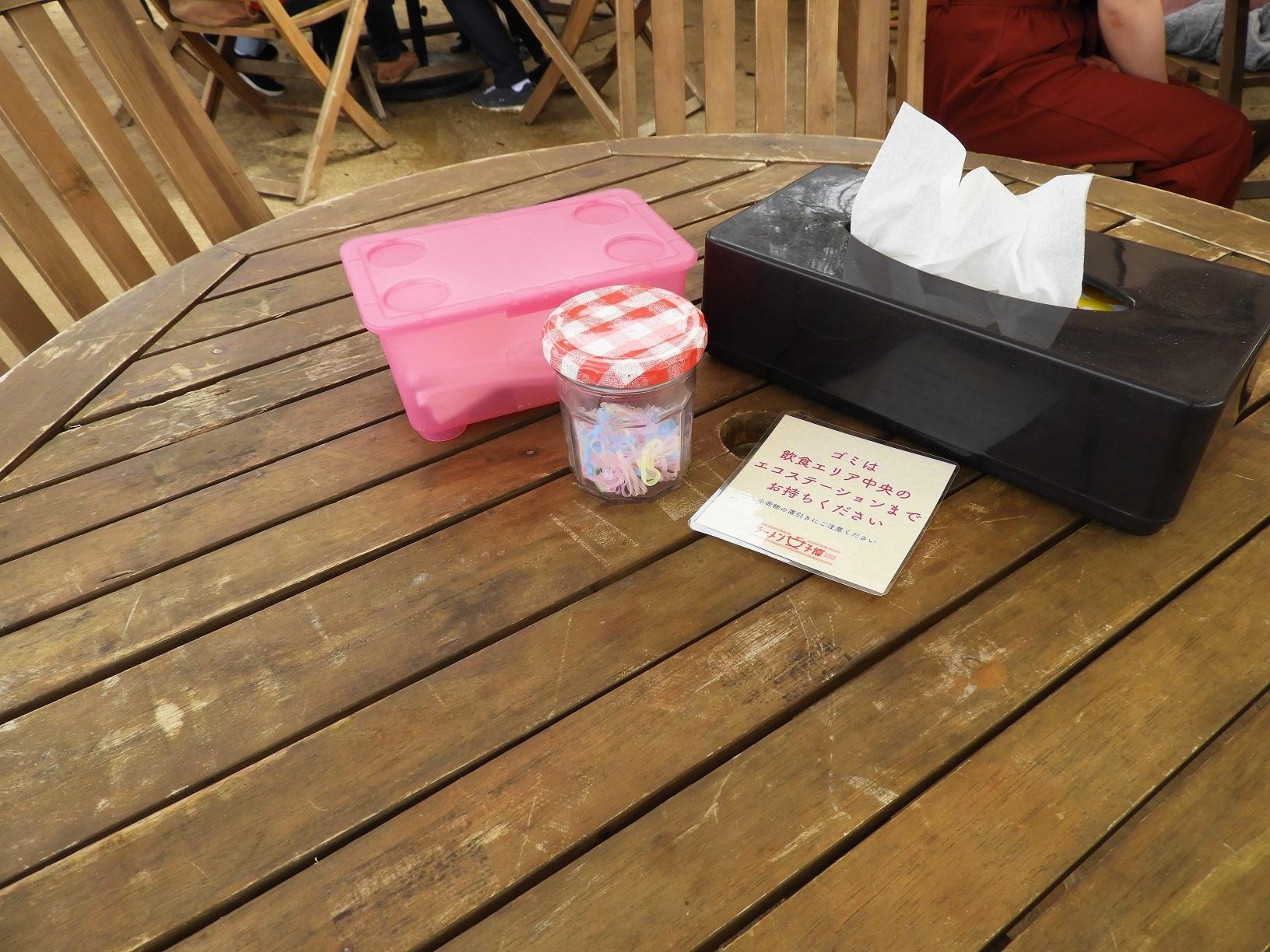 女子専用エリアのテーブルには、テッシュやレンゲ、ヘアゴムが準備されていてホスピタリティ抜群