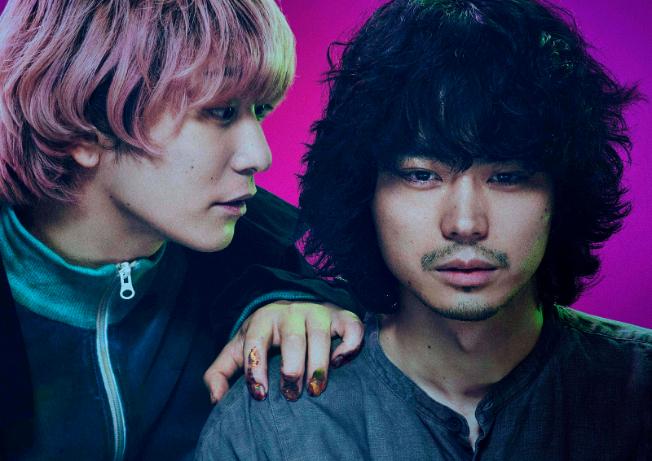 左から、Fukase(SEKAI NO OWARI)、菅田将暉 映画『キャラクター』メインカットより  (C)2021映画「キャラクター」製作委員会