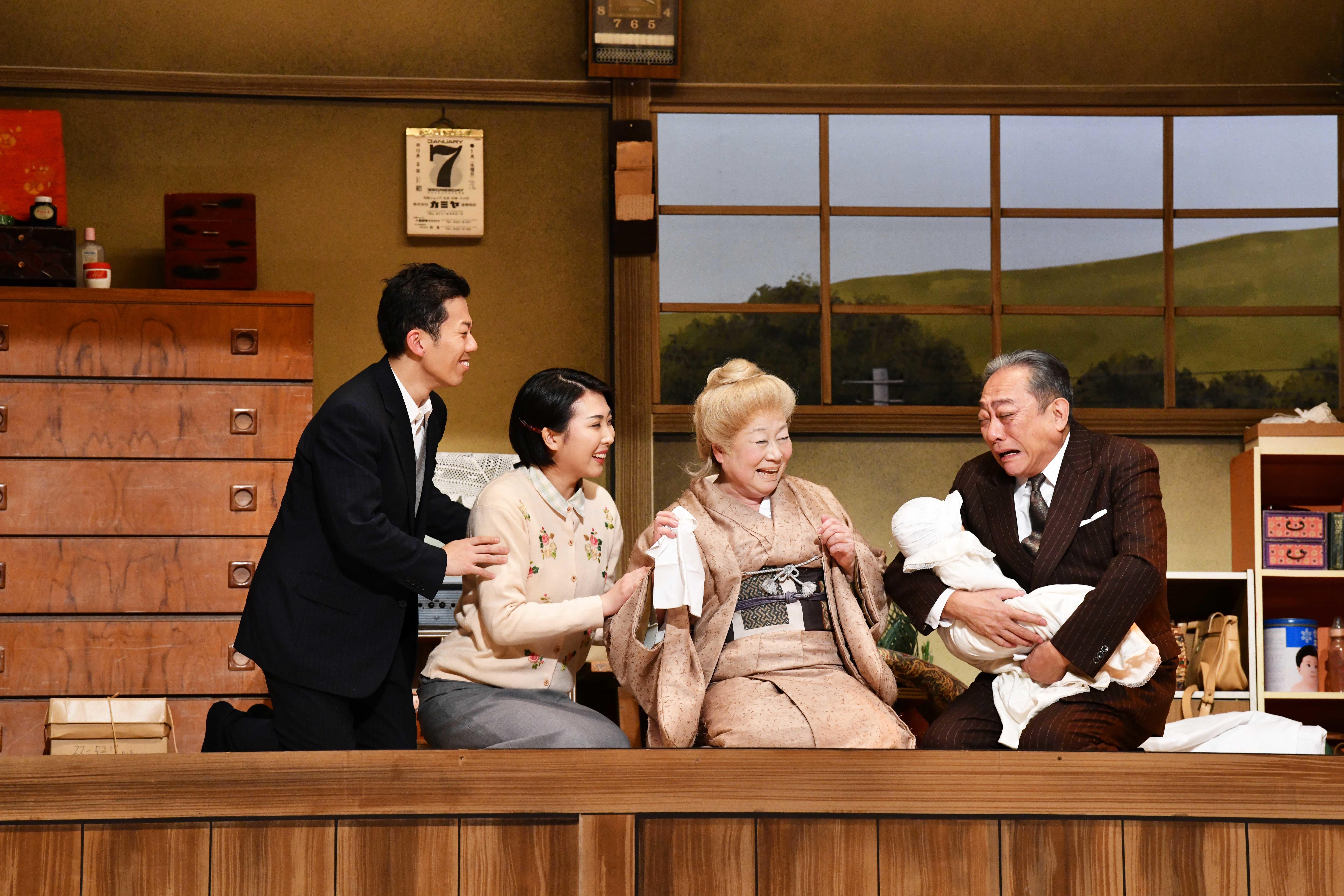 左から藤山扇治郎、春本由香、水谷八重子、渋谷天外(オフィシャル提供) (C)松竹