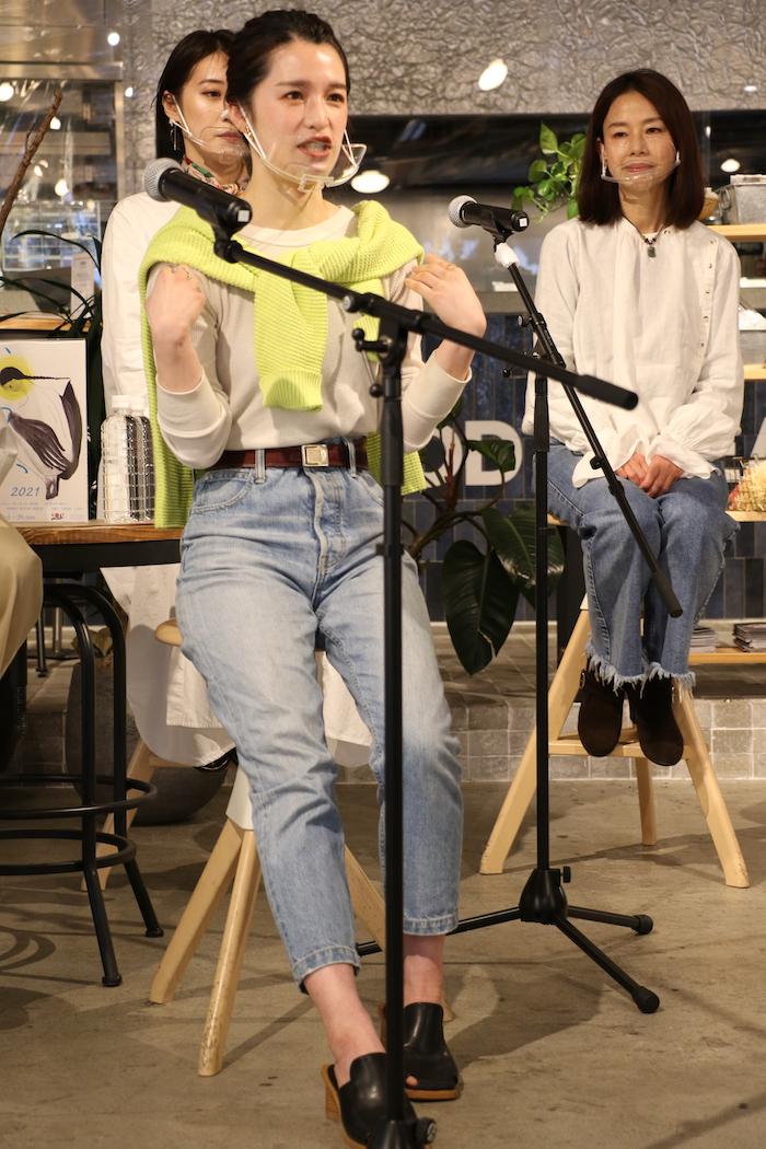 衣装テーマ:私の休日 皆本「作品では事故で昏睡状態のエミですが、そうなる前に親友のトモヒコと遊んでいるときのイメージです」
