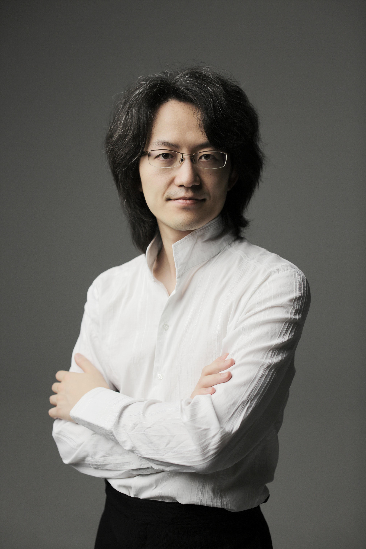 指揮者、作曲家、ピアニスト、チェンバリスト、オルガニストとして活躍する鈴木優人 (C)Marco Borgrreve