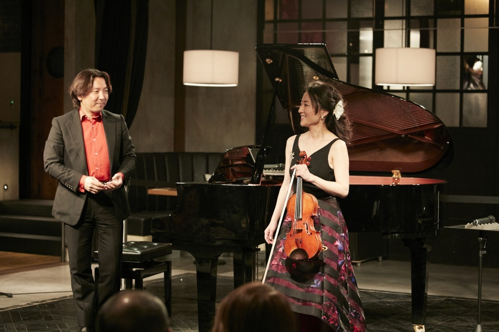 碓井俊樹(ピアノ)、小野明子(ヴァイオリン)
