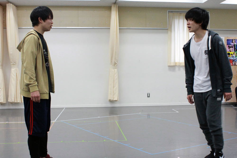 (左から)ルイト役:輝山立、小林芳雄役:鳥越裕貴