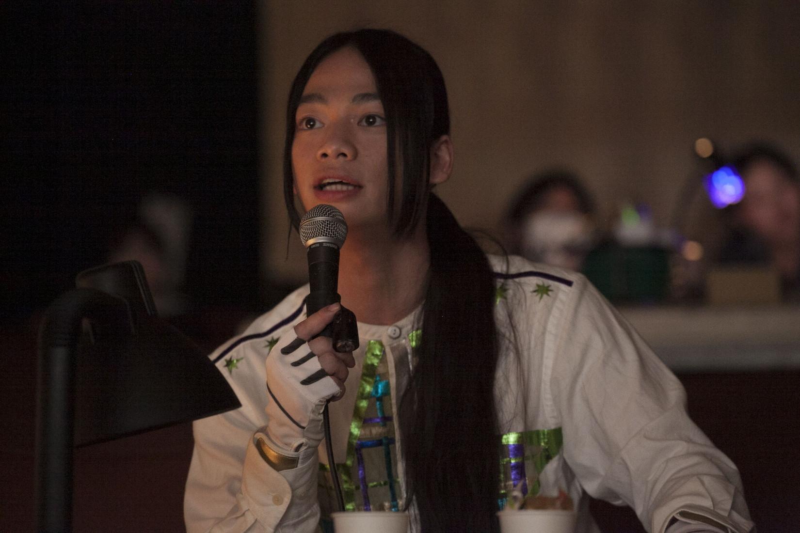 演出家席から指示を出す池田純矢