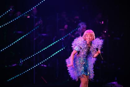 """YUKI「函館、ただいま!」 """"函館が生んだスーパースター""""が地元・函館で変わらぬ笑顔を見せたツアー・ファイナル"""