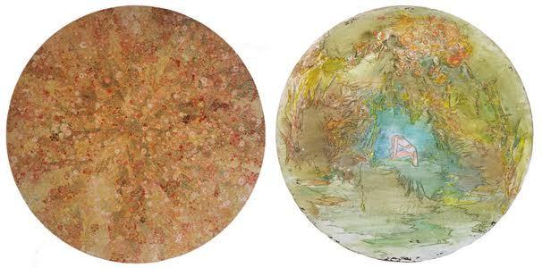 (左)今村文《無題》2016年、エンカウスティーク、パネル、漆喰、直径 170×4.0(D) cm (右)森田晶子《漂着》2017年、パネルに油彩とアクリル、直径 47cm