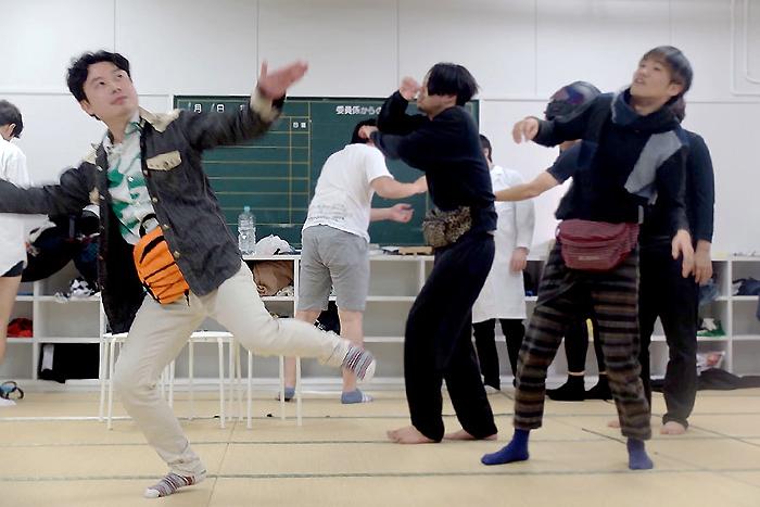『ハムレット(ウエストポーチ着用ver.)』の稽古風景