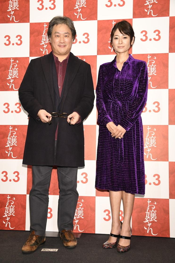 左から、パク・チャヌク監督、真木よう子