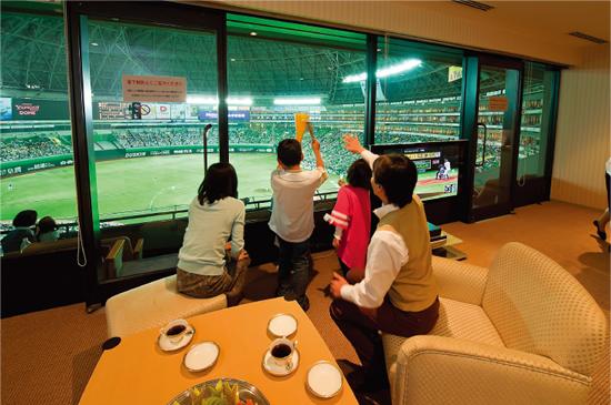 食事を楽しみながら、室内でゆっくりと野球観戦を楽しみたい