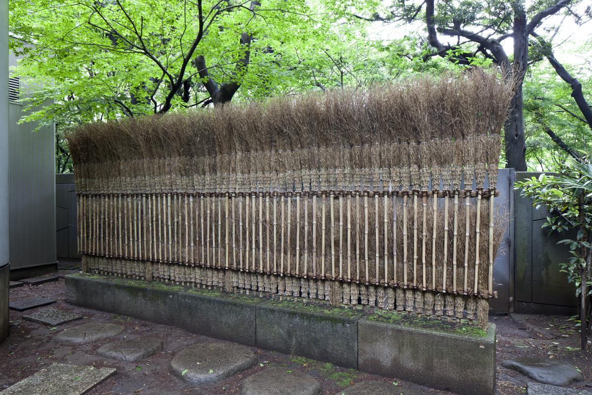 杉本博司「アートのほうき かえりな垣」 2012年/竹、その他/撮影および © Hiroshi Sugimoto Studio