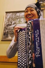 アコーディオニスト Rie|こんな日本アーティストがパリで活躍中 【第16回】