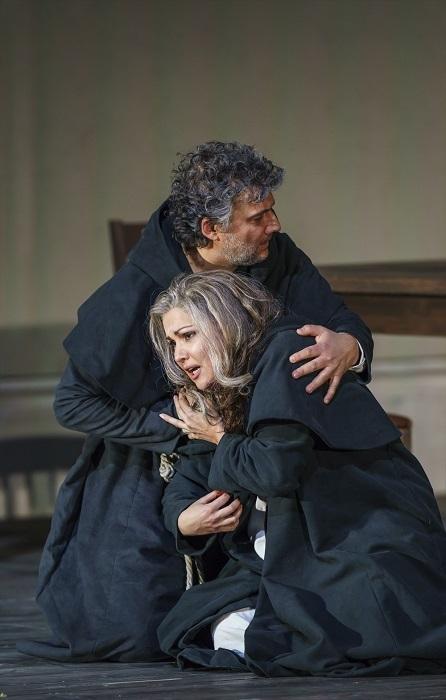 THE ROYAL OPERA HOUSE LA FORZA DEL DESTINO_PRODUCTION IMAGE Anna Netrebko as Leonora, Jonas Kaufmann as Don Alvaro