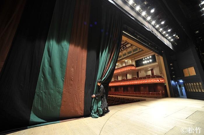 定式幕の開閉を舞台から鑑賞