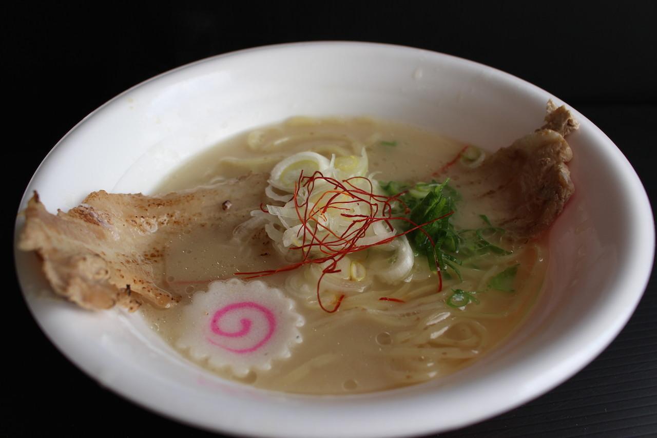 『鳥の鶏次、フスマにかけろ コラボ店』(大阪)のトリュフ薫る 濃厚鶏白湯らーめん ~炙り焼豚盛り~