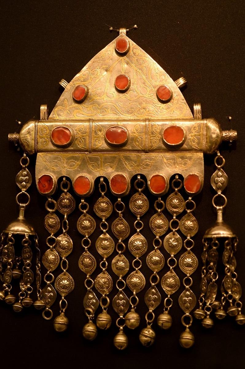 《トゥマール(女性用護符入れ)》サルイク族 18世紀