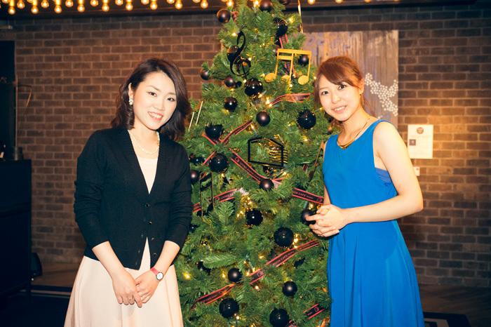 新倉 瞳(Vc) (左はピアニスト・拓殖涼子) 撮影:平田貴章