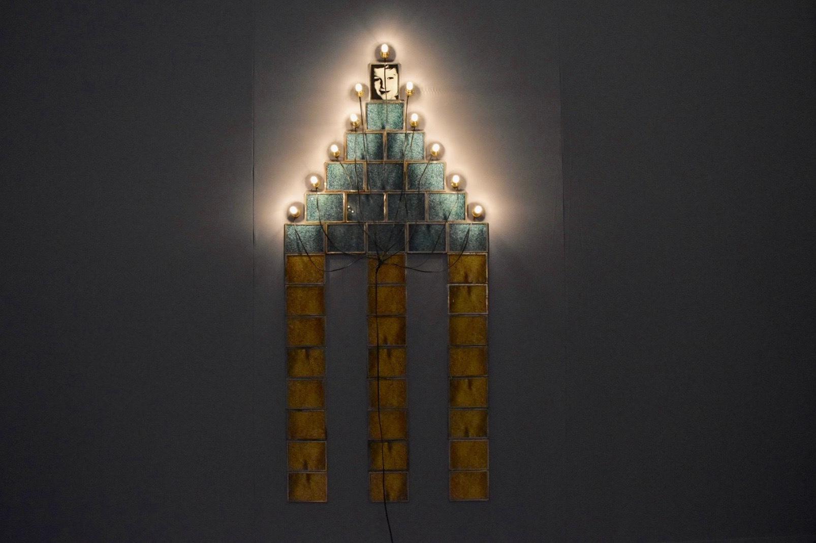 《モニュメント》 1987年 「クリスチャン・ボルタンスキー −Lifetime」展 2019年 国立新美術館展示風景