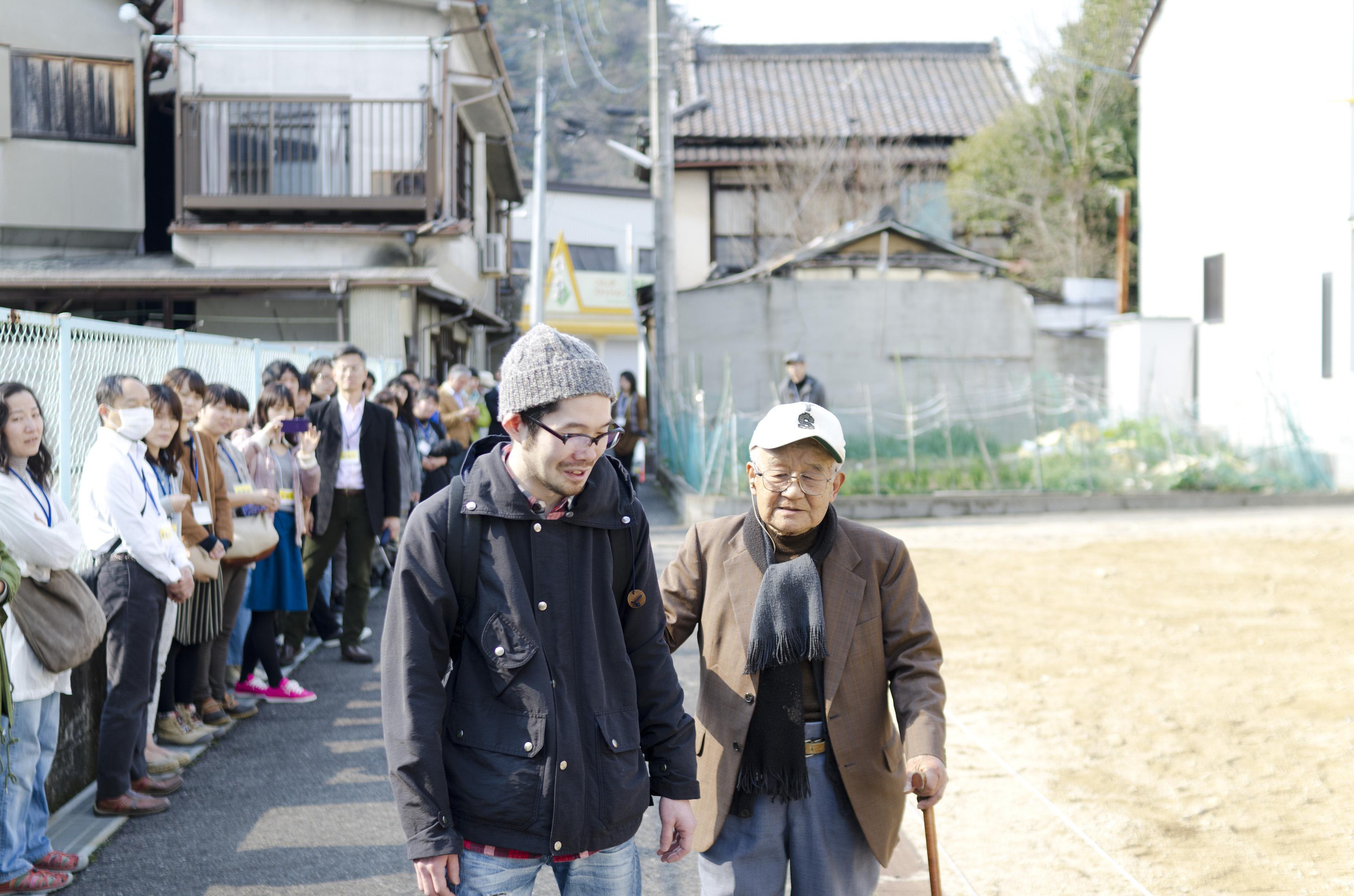さいたまゴールド・シアター × 菅原直樹(日本)「よみちにひはくれない」 © hi foo farm