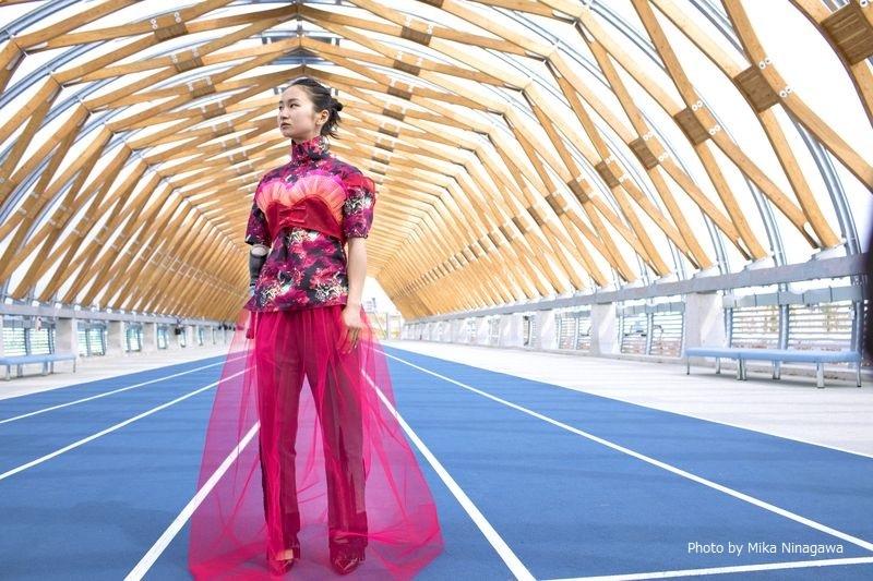 辻沙絵選手(陸上女子短距離)の蜷川実花による撮り下ろし写真