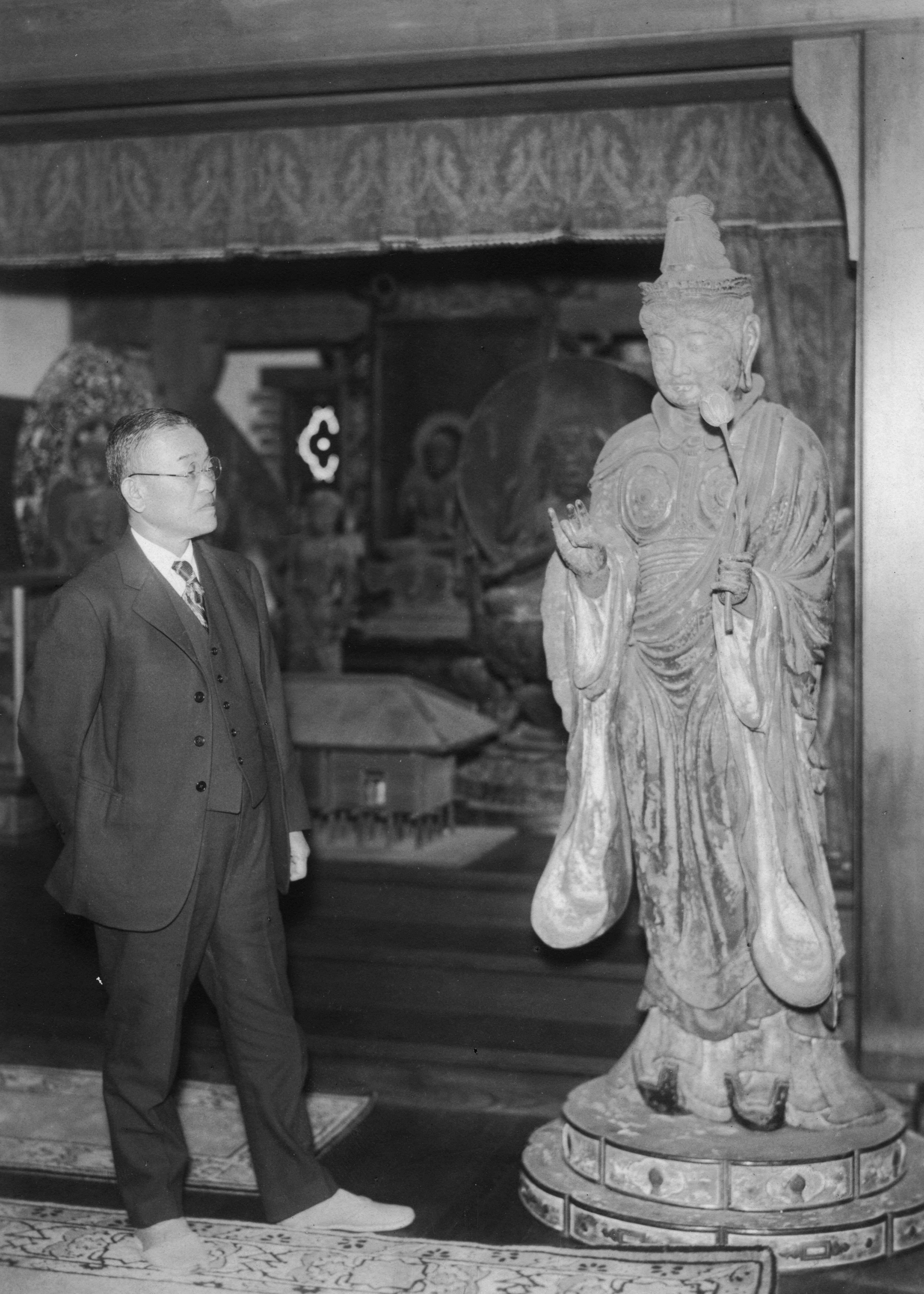 初代と仏像
