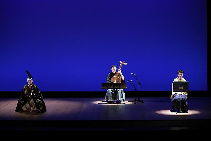 前回公演『能でよむ~漱石と八雲~』(あうるすぽっと)左から、安田登、塩高和之、玉川奈々福。 撮影/山本未紗子(BrightEN photo)
