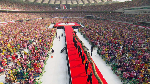 「ももいろクローバーZ 桃神祭2015 エコパスタジアム大会 ~遠州大騒儀~」トレイラーのワンシーン。