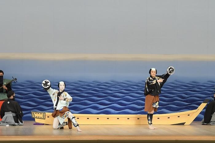 『三社祭』左より、善玉=市川團子、悪玉=市川染五郎 /(C)松竹
