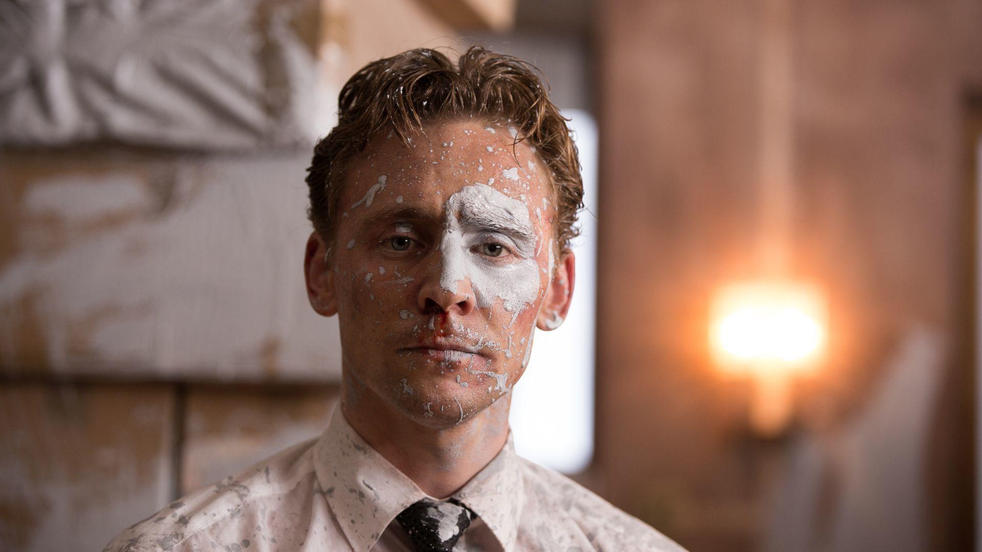 トム・ヒドルストン © RPC HIGH-RISE LIMITED / THE BRITISH FILM INSTITUTE / CHANNEL FOUR TELEVISION CORPORATION 2015