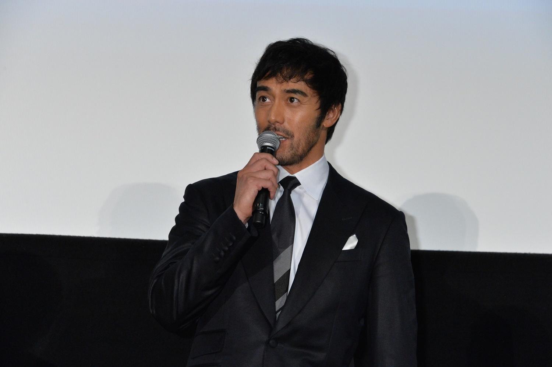 阿部寛 (C)2016 フジテレビジョン バンダイビジュアル AOI Pro. ギャガ