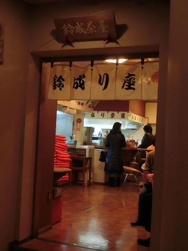食事スペース「鈴成り茶屋」は劇場と区別されている。