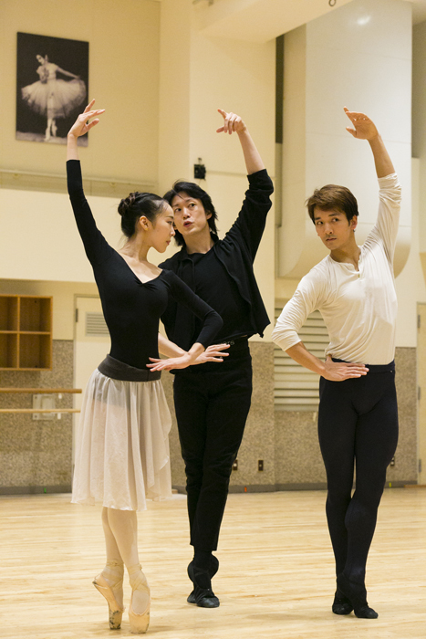 (左から)矢内千夏、宮尾俊太郎、堀内將平