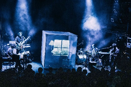odolが到達した、ライブと舞台、実像と映像が混じり合う無二の音楽体験
