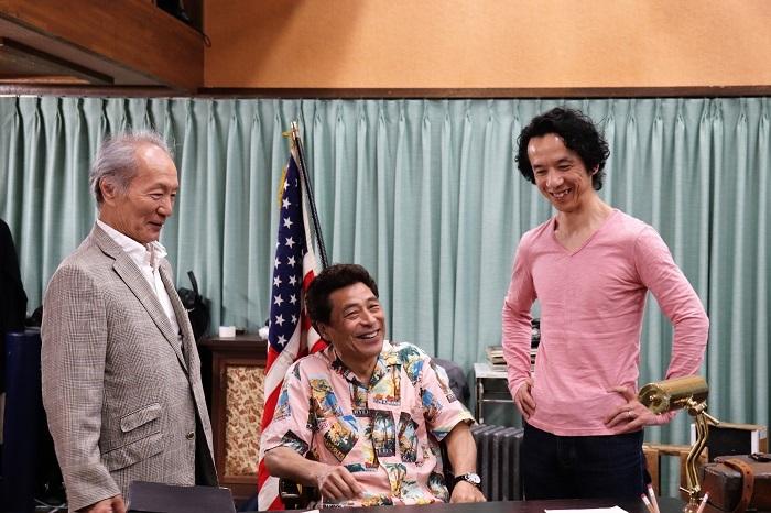 加藤健一事務所『Taking Sides ~それぞれの旋律~』写真左から小林勝也、加藤健一、今井朋彦