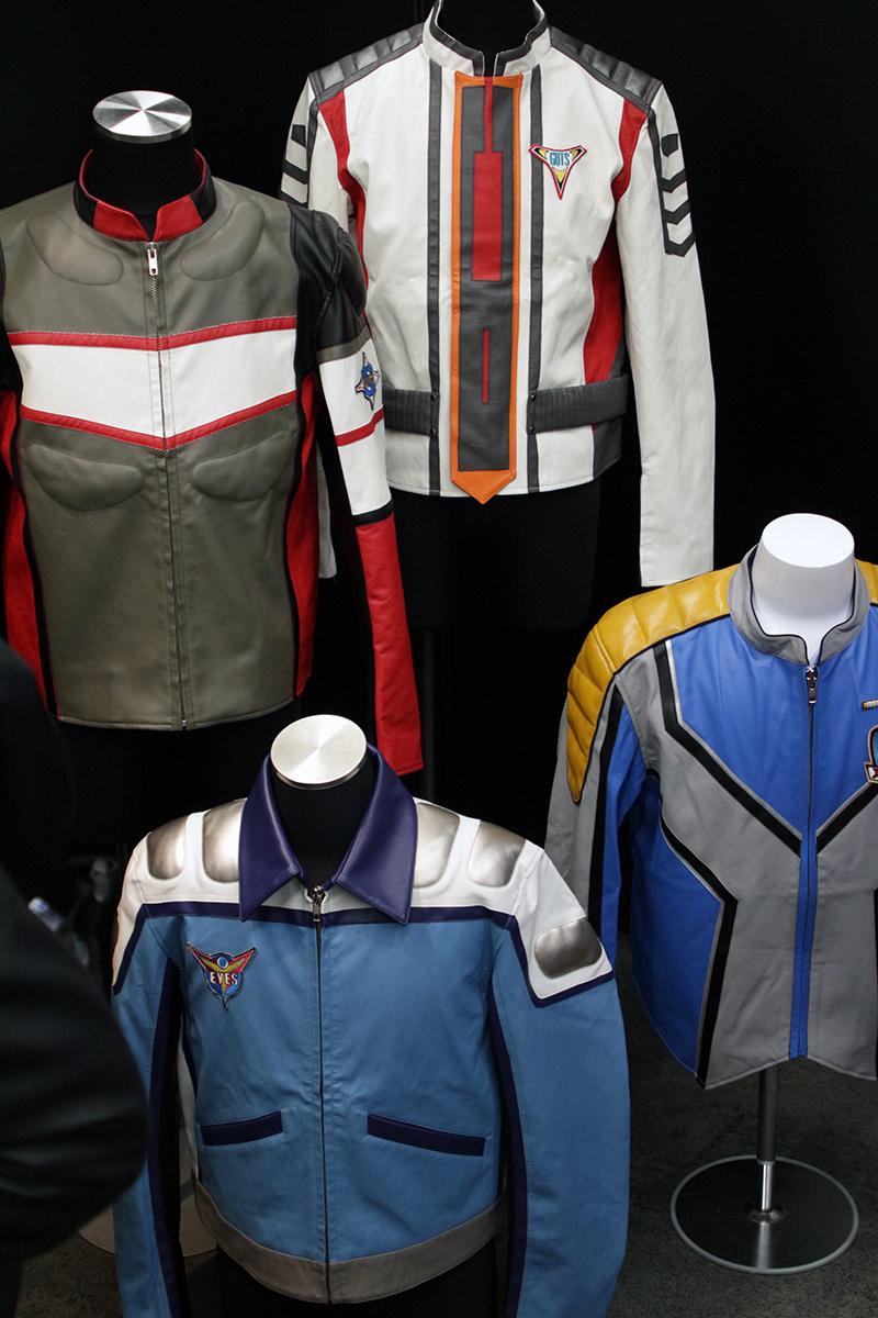 歴代隊員たちのスーツも展示 写真:ウメダカツジ