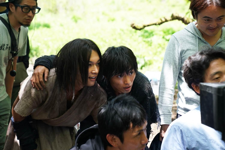 山﨑賢と人と吉沢亮 佐藤信介監督や下村勇二アクション監督の姿も