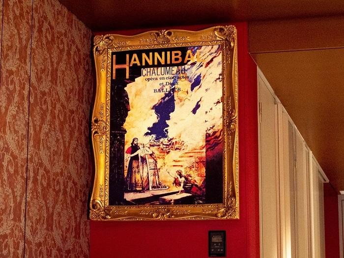 劇中劇「ハンニバル」の額入りポスター