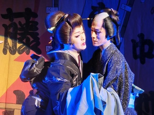 橘炎鷹座長(左)・橘鷹志さん(右) 光と影が美しい『お梶藤十郎の恋』。(2016/7/3)