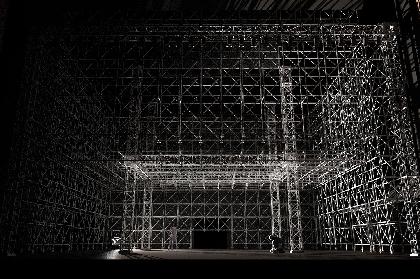 新国立劇場、アレックス・オリエの新演出でオペラ『カルメン』を上演