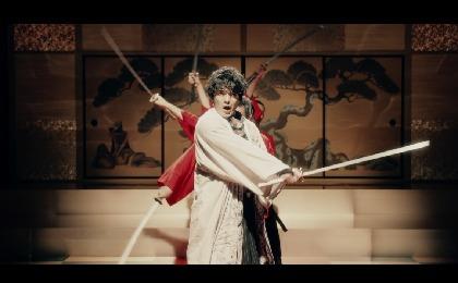 """崎山つばさ 新曲「桜時雨」MVで殺陣とダンスを融合した""""剣舞ダンス""""披露"""