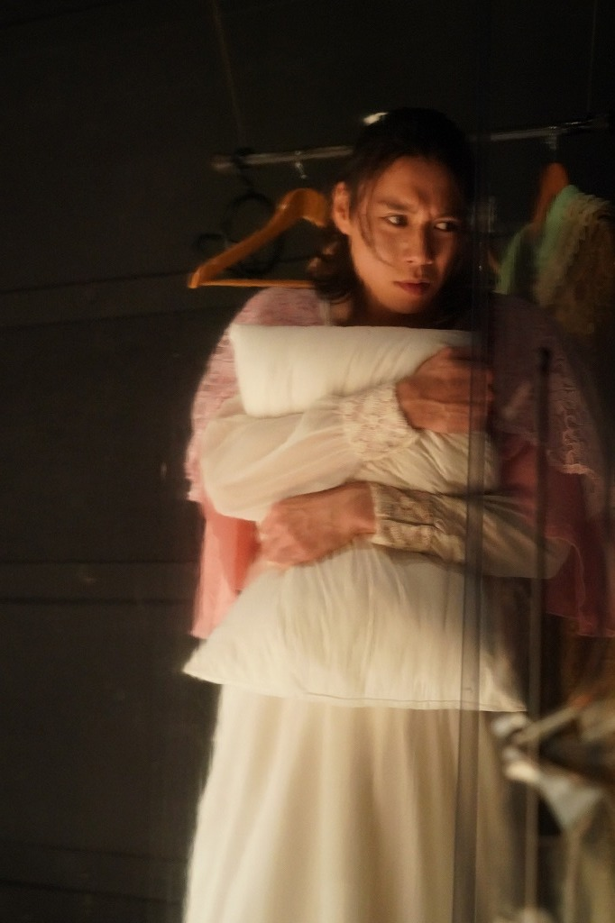 『楽屋―流れ去るものはやがてなつかしき―』舞台写真  撮影:岩田えり