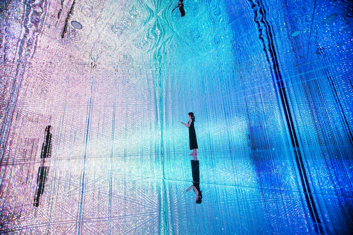 Wander through the Crystal Universe teamLab, 2016, Interactive Digital Installation