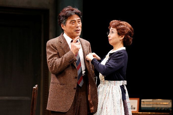 フランク(加藤健一)と妻・ジョージー(竹下景子) 撮影・石川純