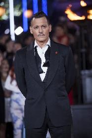 ジョニー・デップがワイルドな装いで『オリエント急行殺人事件』ワールド・プレミアに登場 ケネス・ブラナーら豪華メンバーが集結