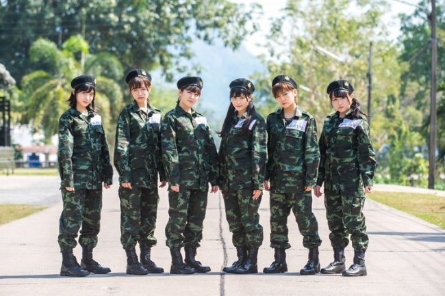 『AKB48 ネ申テレビ  甘えた自分にローキック!タイ陸軍士官学校入学』 (C)東北新社