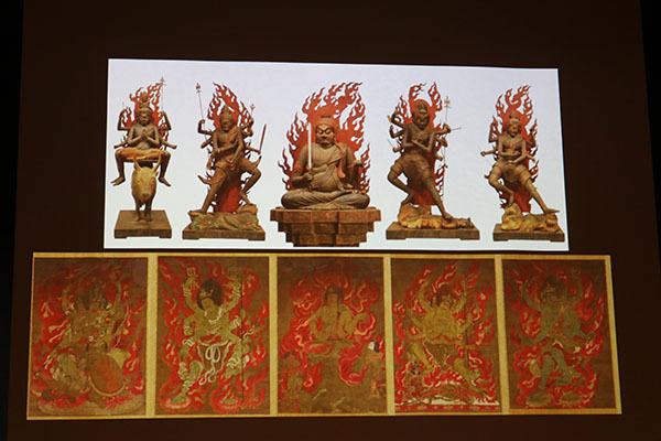 上が重要文化財「五大明王像」(平安時代)、下が国宝「五大尊像」(鎌倉時代)。いずれも醍醐寺蔵