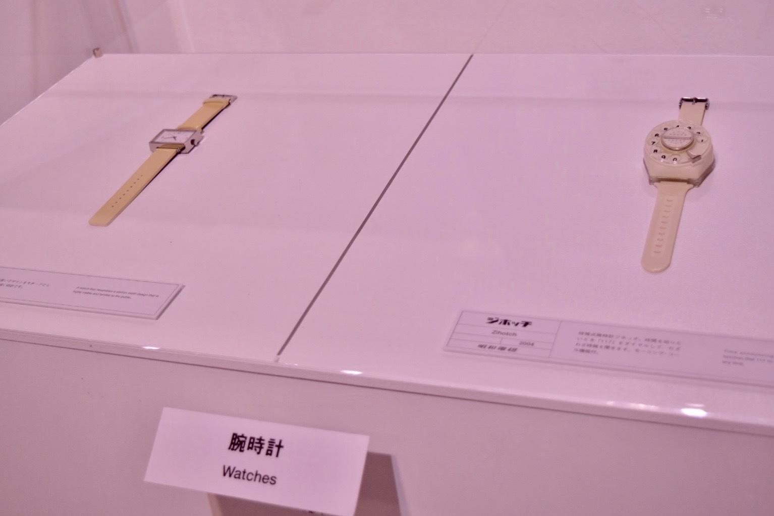 左:自動巻き時計 駅の時計・リストウォッチ(無印良品)右:ジホッチ(明和電機)