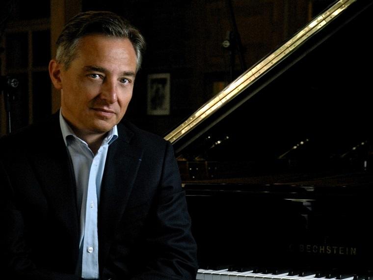 ミシェル・ダルベルト(ピアノ)   (C)Jean-Philippe Raibaud