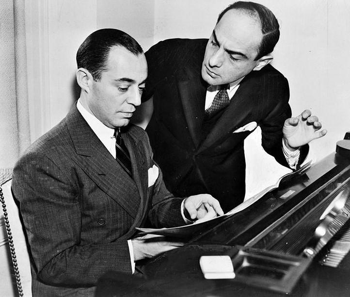 作曲家リチャード・ロジャーズ(左)と作詞家ロレンツ・ハート