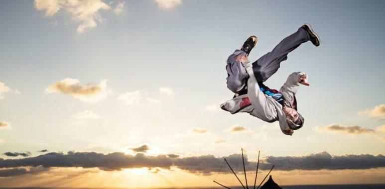 フランス発祥のエクストリームスポーツ「PARKOUR」(パルクール)のパフォーマンスも披露される